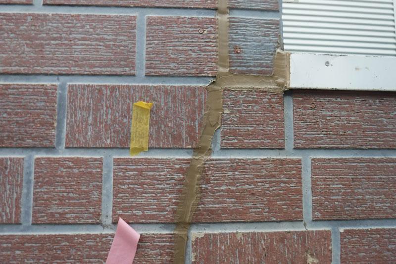 [施工後]下塗(シーリングプライマー)を塗りサイディング用シーリング材を打ち。