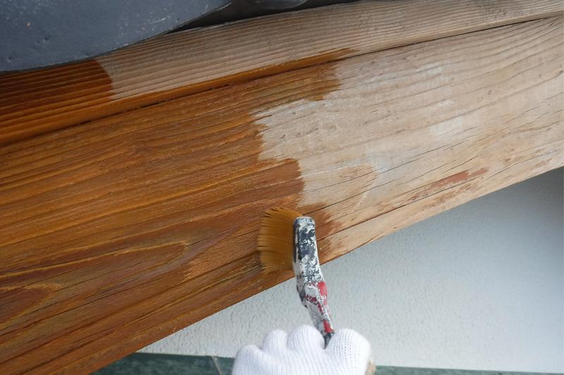 木製破風板アク洗い後の塗装